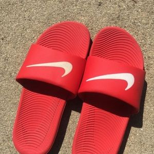 Nike sandals size 6.5 for boys